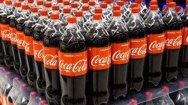 Kompanije Coca-Cola, PepsiCo i Nestlé proglašene su najvećim svetskim zagađivačima plastikom, a pobednik u Srbiji ne iznenađuje
