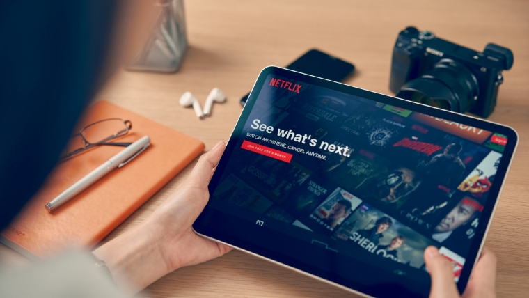 Kako gledanje omiljene serije na Netflixu utiče na životnu sredinu